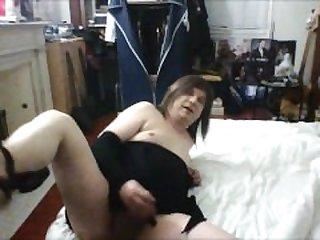 Linda masturbating his thick tail