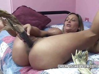 Kinky wife Leeanna Heart uses corn to..
