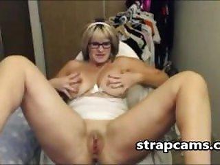 Horny Mature Fingering On webcam