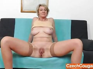 Blonde amateur-mom solo in stockings