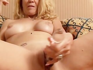 Lovely older lady lies back and fucks..