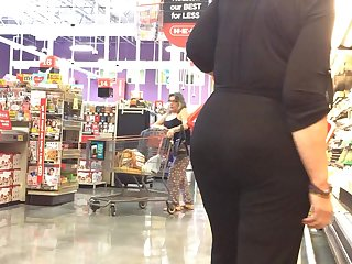 Thick Gilf Candid in all black
