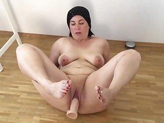 Fatma real mom dildo fat pussy bbw milf..