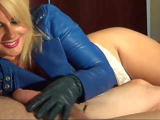Sexy Mature in leather jacket jerks