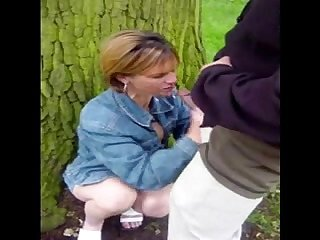 SDRUWS2 - SLUT WIFE DOGGING IN THE PARK
