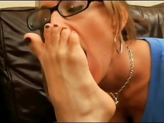 Lesbian worship feet 1