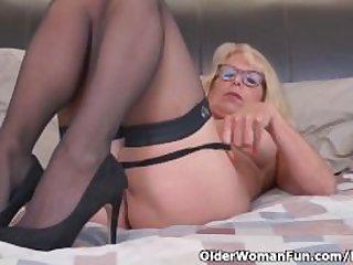 Blonde milf Bianca finger fucks her..