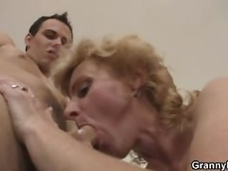 Young guy picks up old blonde and fucks..