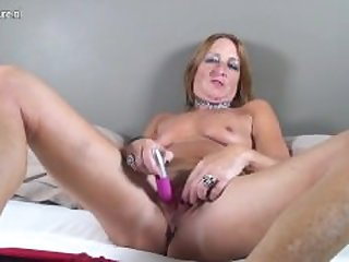 Horny dutch mature mom with hungry cunt