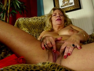 Mature.nl presents Granny fingering her..