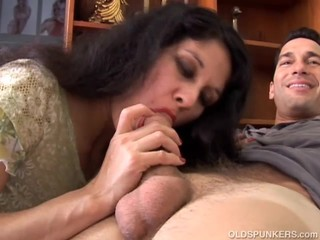 Lovely older latina is such a hot fuck..