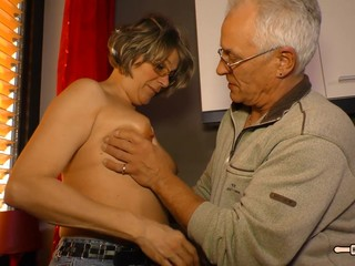 HausFrauFicken - Mature German housewife..